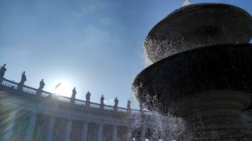 st peter's square rome colonnade