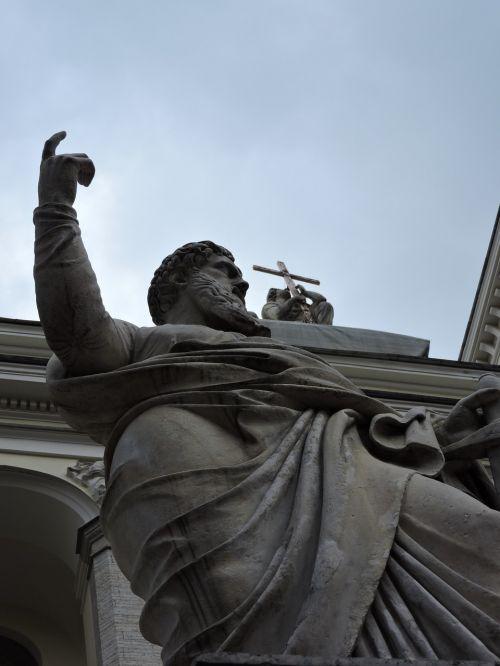 st petersburg san pedro statue