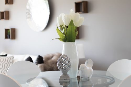 staging real estate tulips