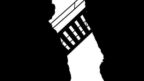 stairs gap crack