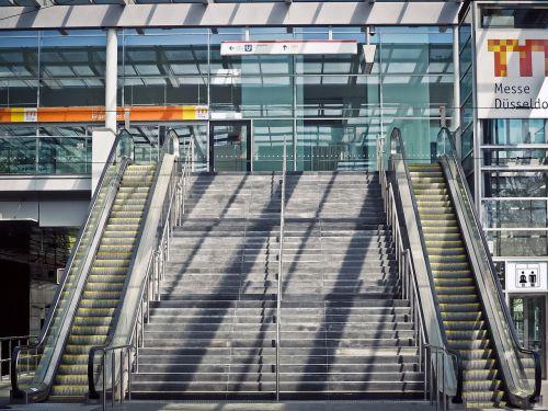 stairs escalator gradually