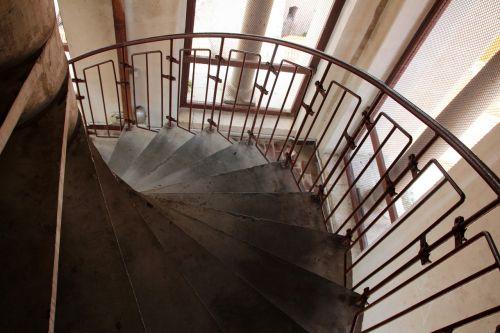 stairs emergence gradually
