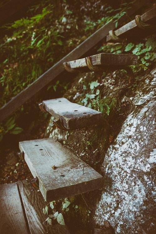 stairs  gradually  stair step