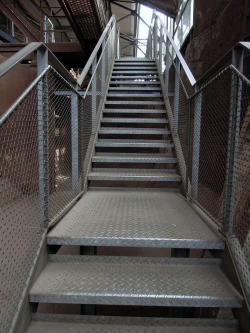 stairs gradually rise