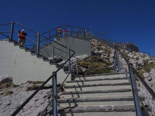 stairs rise gradually
