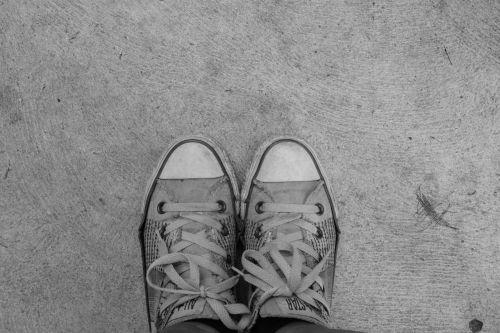 feet shoes converse