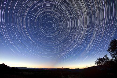 star trails night long exposure