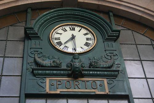 station clock porto são bento