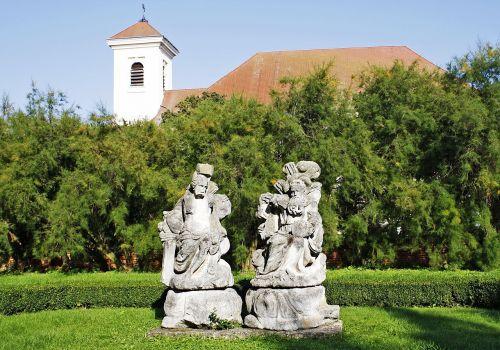 statuary church slavkov gardens