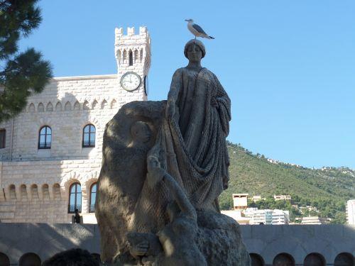 statue seagull surprise