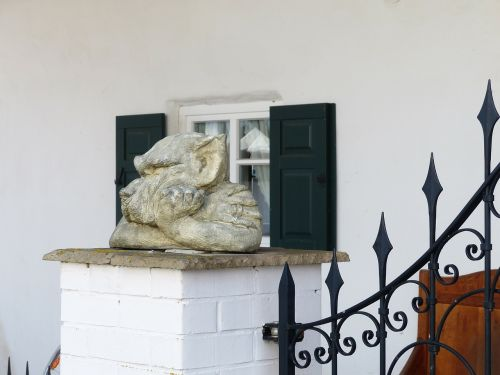 statue garden statue wolf