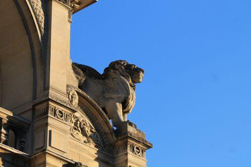 statue lion sky