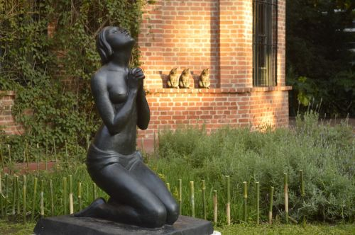 statue garden sculpture