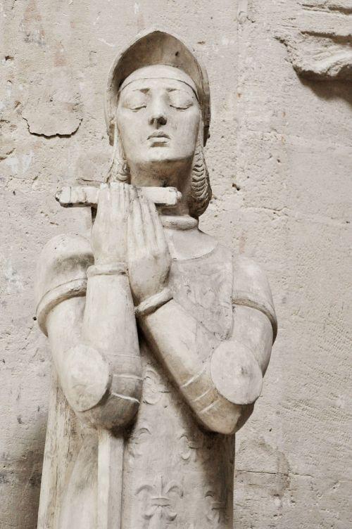 statue pierre church