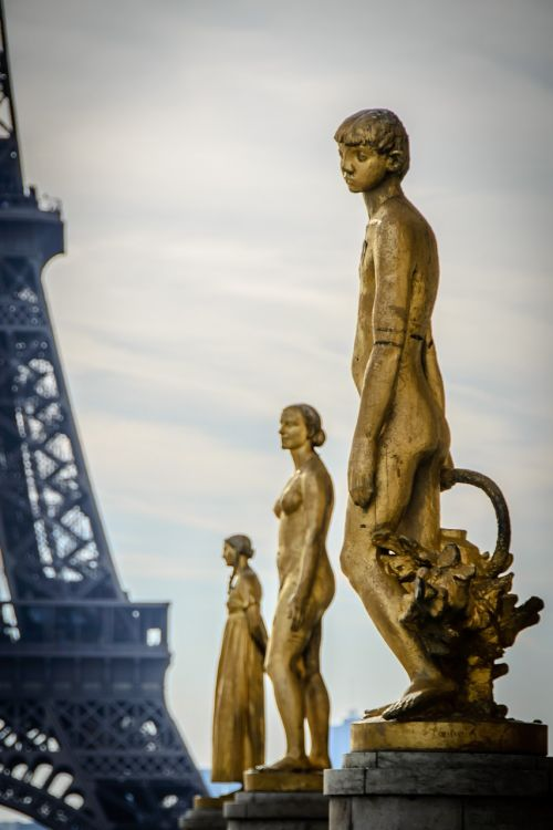 statue golden trocadero