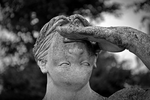 statue face wrong
