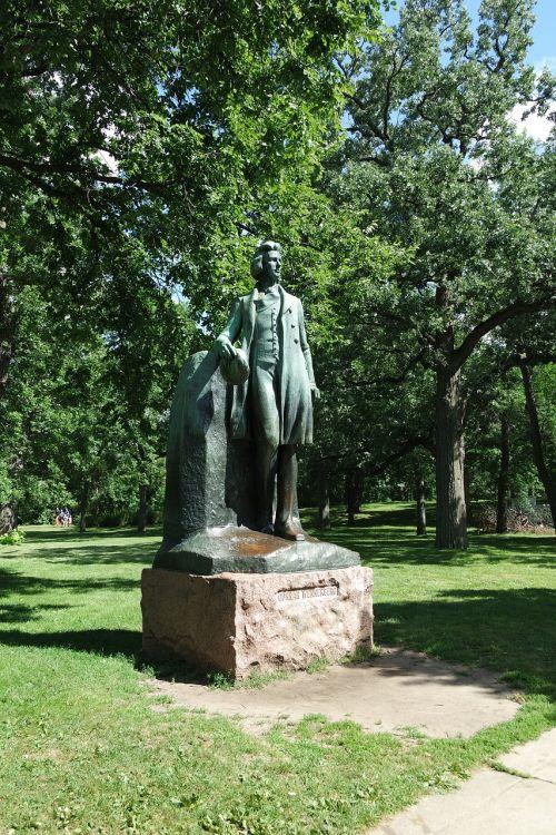 statue minnehaha minneapolis