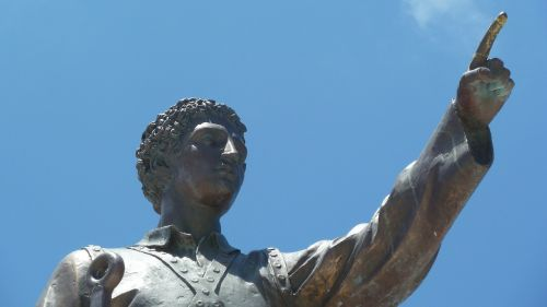 statue pointing finger