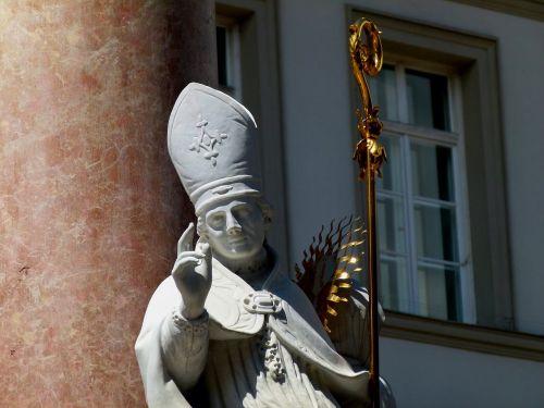 statue church monk