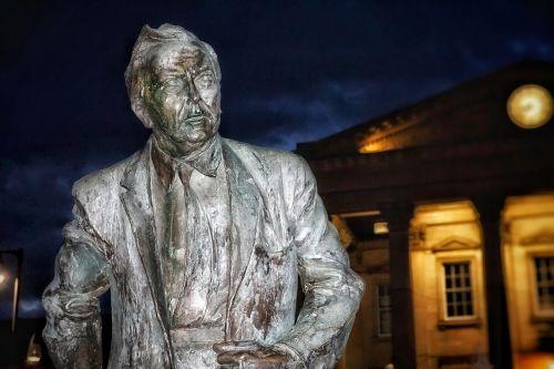 statue harold wilson british