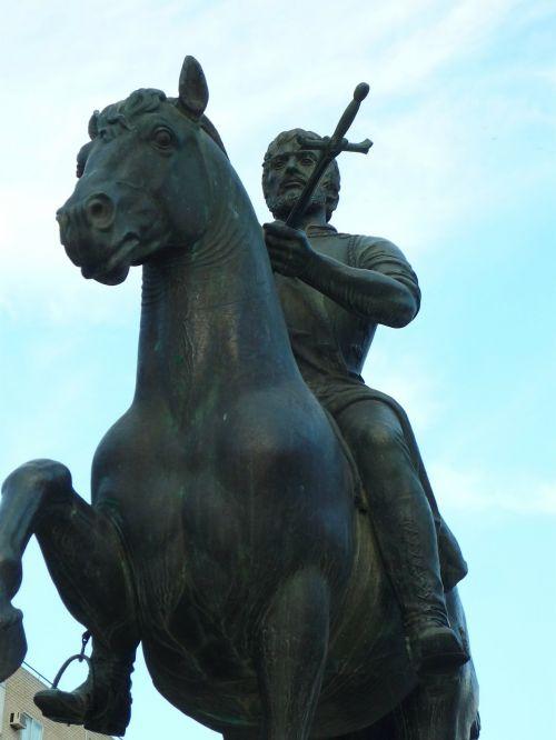 statue equestrian conqueror