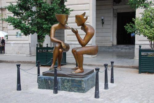 statue illusion cuba