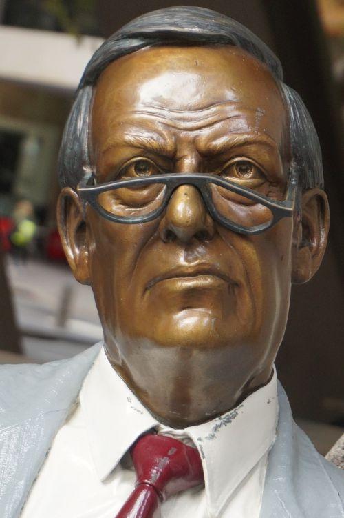 statue sydney banker