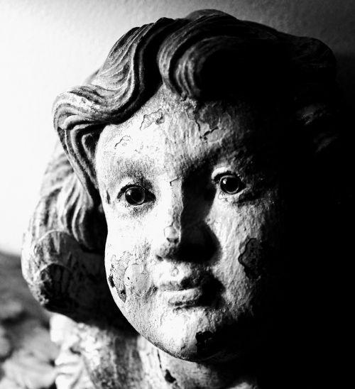 statue look face