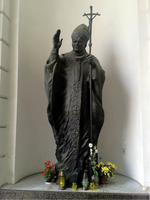 statue pope john paul ii warsaw