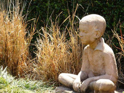 statue boy stone