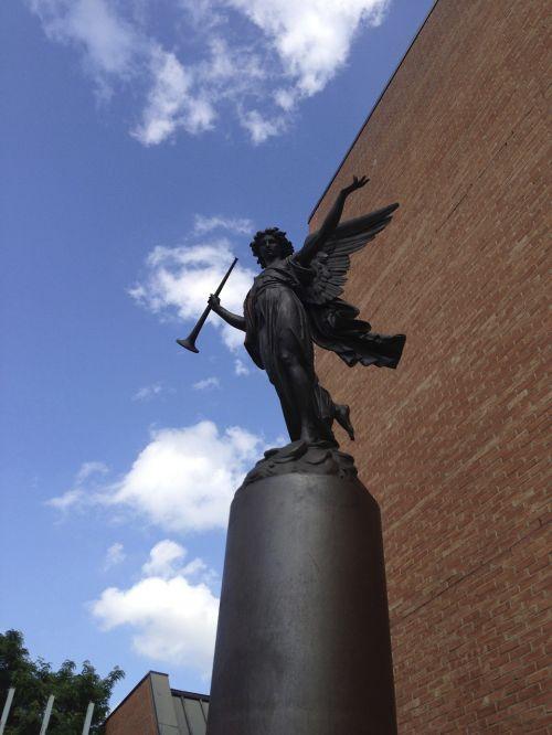 statue ottawa canada