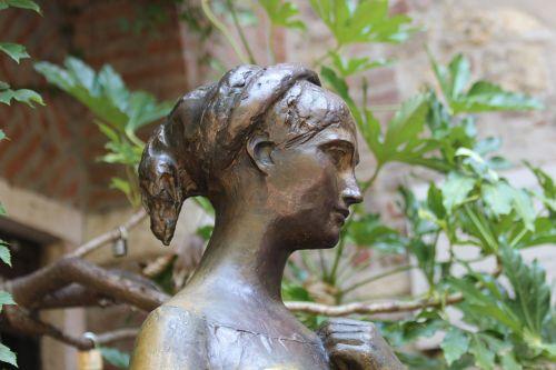 statue head bust