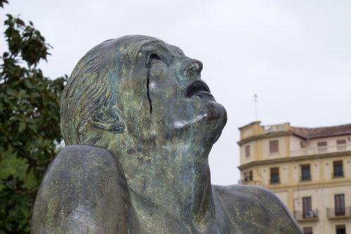 statue granada bronze