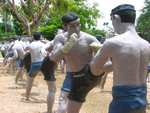 statue mae mai muay thai bang kung camp