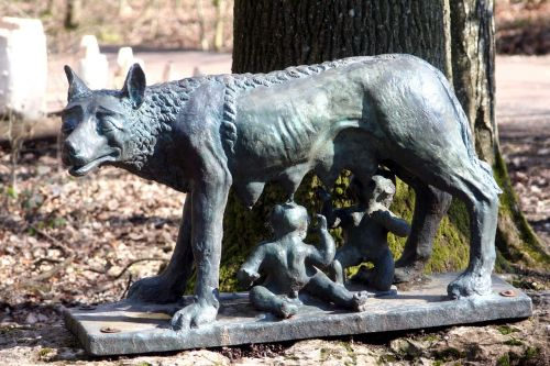 statue she wolf remus