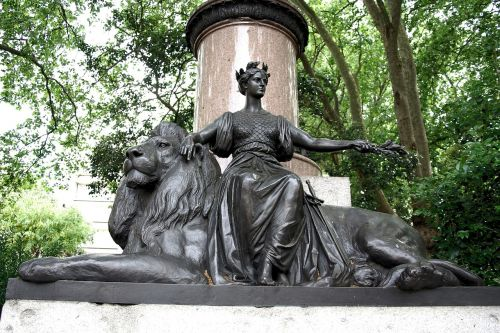 statue bronze waterloo place