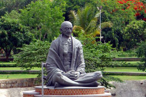 statue gandhi meditation
