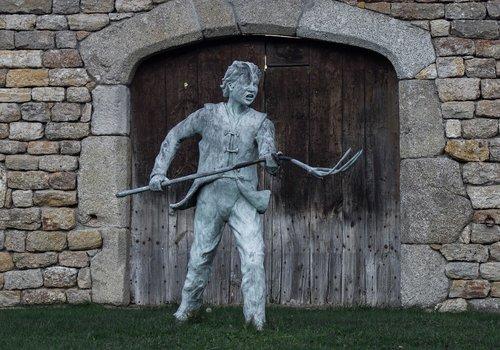 statue  peasant  anger