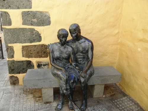statue a couple of togetherness