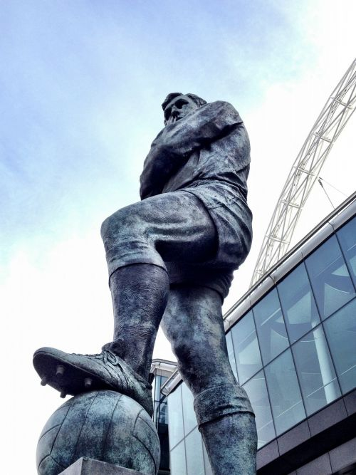 statue football hero