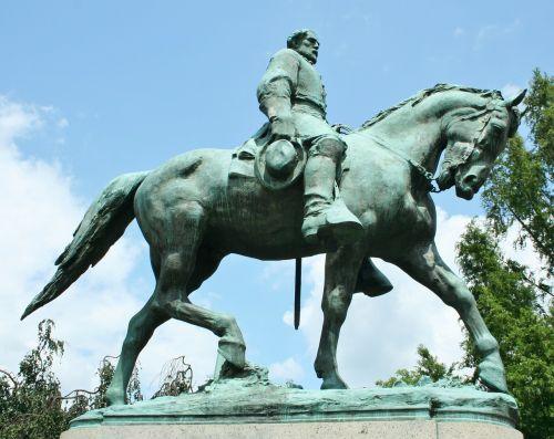 statue bronze horse