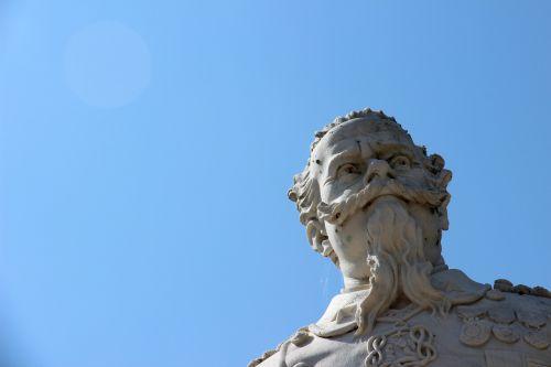 statue bust head