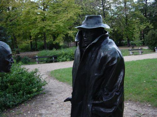 statue ady death mask