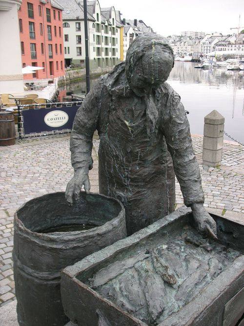 statue woman cod