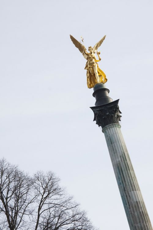 statue angel gold