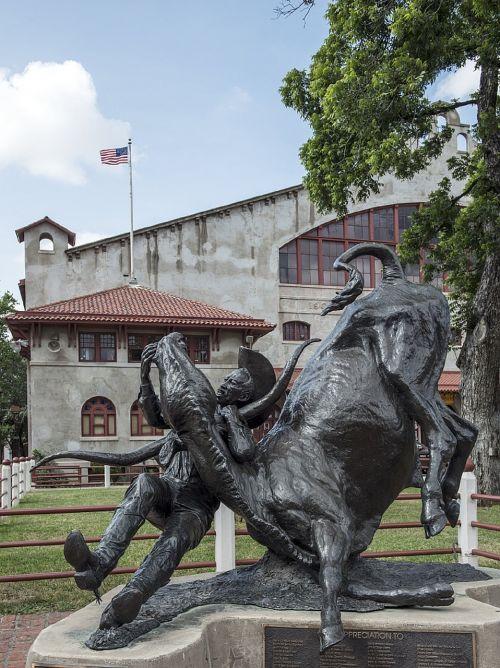 statue honor cowboy