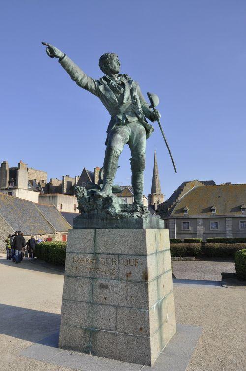 statue former sky