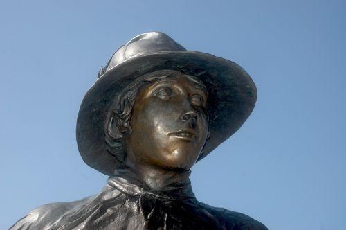 statue worker sculpture