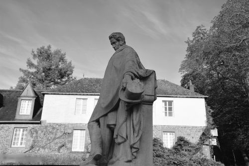 statue carved stone châteaubriant writer photo black
