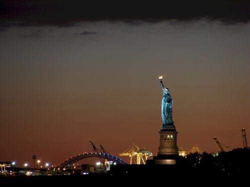 statue of liberty night lights